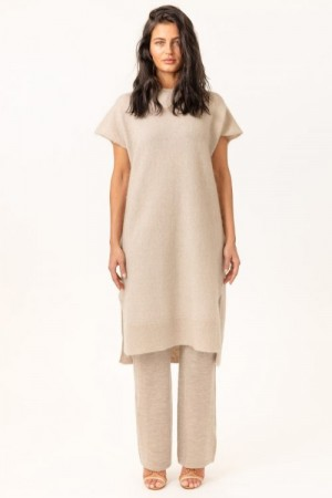 Cathrine Hammel Lys Beige 'Soft Wide Sleeveless Dress' kjole i soft mohair